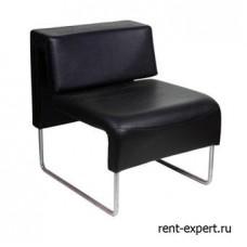 Черное кресло из искусственной кожи