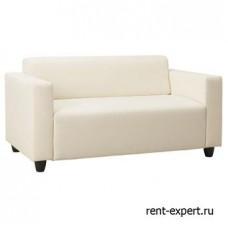 Белый диван с текстильной обивкой